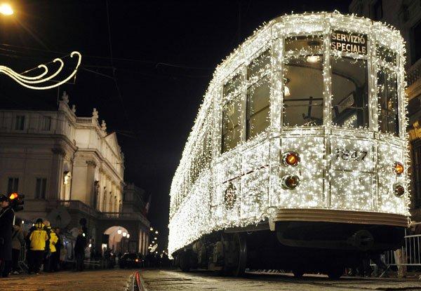 milan christmas tram